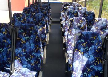 Ulotki wewnątrz autobusu